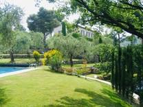 Большой особняк в окрестностях Ниццы, La Roquette sur Var