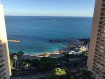 Дуплекс с видом на море и садиком в Монако