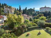 Трёхкомнатная квартира с видом на море в Ментоне