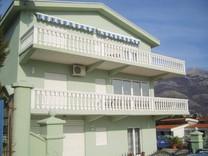 Меблированный дом с видом на море в Заградже