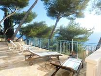Вилла с красивой панорамой на море и порт Ментона