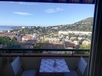 Двухкомнатная квартира с видом на море в Ментоне