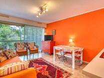 Квартира в резиденции с бассейном в Ментоне