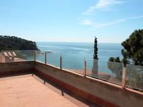 Домик с красивым видом в урбанизации Cala Canyelles