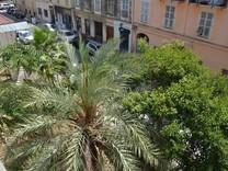 Большая квартира с тремя спальнями в Ницце