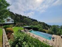 Большой современный дом с видом на море в Босолей