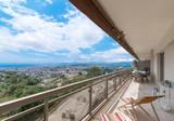 Квартира с панорамным видом в Le Cannet