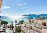 Трёхкомнатная квартира с боковым видом в Miramar Palace