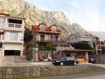 Дом с апартаментами в Доброте