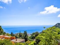 Уютный дом над Монако с красивым видом на море