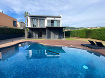 Новый дом с бассейном в Сан-Висенс-де-Монтальт