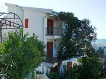 Меблированный дом с видом на море в Шушани