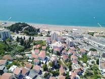 Урбанизированный участок с видом на море в Бечичах