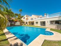 Просторная вилла с 5 спальнями в Marbella