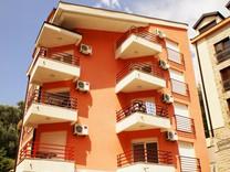 Просторные апартаменты рядом с пляжем в Петроваце