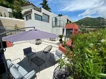 Трёхуровневый дом с видом на море и Монако