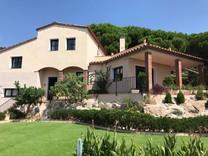 Солидная вилла с тремя спальнями в Santa Cristina D'aro