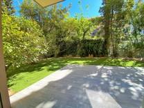 Квартира с большим садом в 300-х метрах от моря