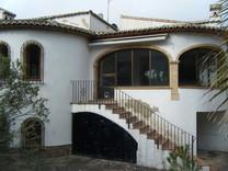 Недвижимость от банка: дом с бассейном в Хавее
