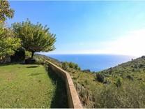 Просторный дом в десяти минутах езды от Монако