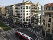 Трехкомнатная квартира возле Promenade des Anglais
