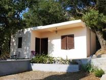 Недорогой дом с видом на море в Сутоморье