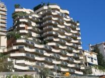 Большая четырехкомнатная квартира с видом на море в Монако