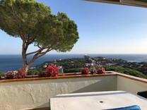 Пентхаус с видом на море в Сан-Фелю-де-Гишольс