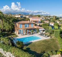 Красивый дом с видом на море в поселке Les Hauts de Vaugrenier, продажа. №38073. ЭстейтСервис.