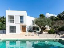 Стильный дом в 800-х метрах от пляжа Playa de El Portet