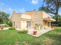 Солидный семейный дом в Juan-les-Pins