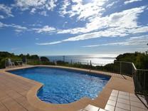 Вилла с бассейном и с видом на море в Хавее