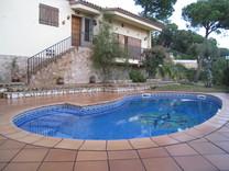 Вилла с бассейном в окрестностях Ллорет Де Мар