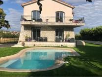 Дом с видом на море в Cagnes sur Mer