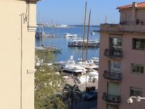 Семейная квартира с видом на порт и море