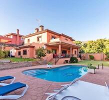 Дом с пятью спальнями в Marbella, Valdeolletas, продажа. №41632. ЭстейтСервис.