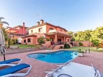 Дом с пятью спальнями в Marbella, Valdeolletas