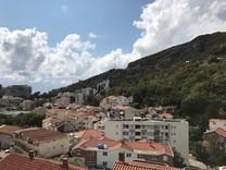 Меблированная квартира в 300 метрах от моря в Бечичах