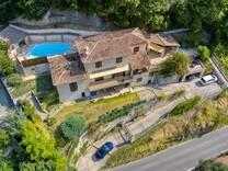 Просторный дом с видом на море в Ментоне