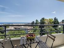Панорамная квартира в комплексе с бассейном в Ницце