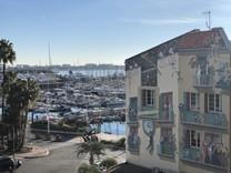 Уникальная квартира возле порта и Дворца Фестивалей