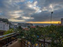 Трёхкомнатная квартира с террасой и садом в Кап-д'Ай