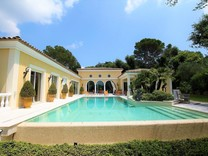 Элегантное имение с большим участком в Mougins
