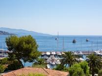 Современные апартаменты напротив порта Cap-Ferrat