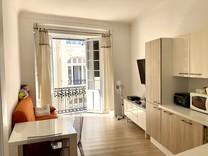 Трёхкомнатная квартира с балконом в пяти метрах от Монако