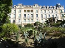 Апартаменты в красивом дворце в Ментоне