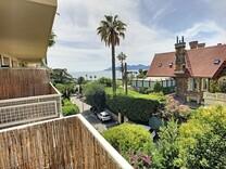 Квартира с видом и потенциалом с прямым доступом к пляжу