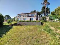 Дом в 1.5 километрах от моря в Антибе