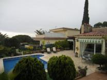 Очаровательная вилла с бассейном в районе Cala Canyelles