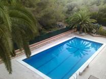 Трехкомнатная квартира с бассейном в районе Pla De Maset в Салоу
